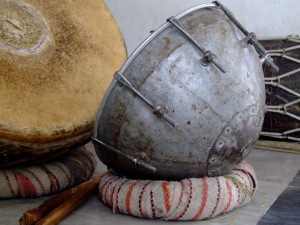 Nagara,_a_percussion_instrument,_Rajasthan